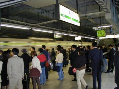 Yamanote Line train coming into Shinagawa Station
